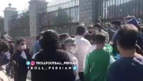 تجمع هواداران معترض استقلال مقابل مجلس