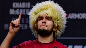 کشتی گرفتن حبیب نورماگومدوف، قهرمان مسابقات UFC با خرس