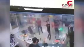حمله وحشیانه اوباش با قمه به یک پاساژ