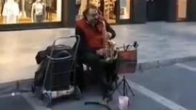 نوازنده مطرح ایرانی در خیابانهای ترکیه