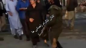 فیلم ححظه حمله شرور قمه به دست زاهدانی به یک سرباز پلیس