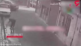 لحظه سرقت هولناک گردنبند یک زن در خیابان