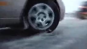 بارش برف در جاده هراز ماشینها را زمینگیر کرد