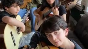 خانواده ای که با گیتار گروه نوازی میکنند