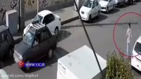 موبایل قاپی از راننده خودروی دنا در کسری از ثانیه