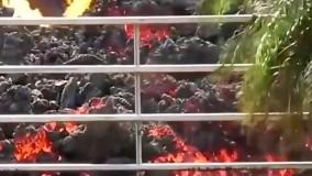 حرکت وحشتناک گدازه های آتشفشانی در خیابان