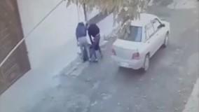 حمله خشن 2 مرد به یک زن کرمانشاهی در وسط خیابان