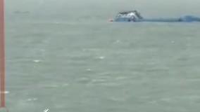 لحظه غرق شدن کشتی ایرانی در خورعبدالله