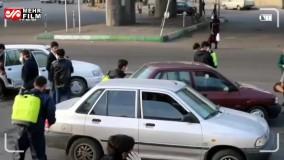 ضدعفونی ماشینهای عبوری توسط جمعی از جوانان