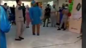 رقص یک سرباز برای روحیه دادان به پرستاران