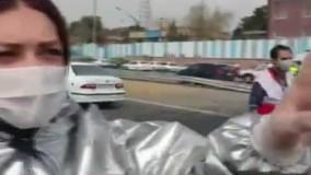 بازیگر سرشناس زن سینما با تب سنج در اتوبان کرج
