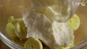 تخم مرغ آبپز به همراه بیکن و چدار