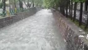 جاری شدن سیلاب در مسیل رودبار بلوار میرداماد تهران