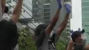 رقص و آواز پلیس پاناما برای مردم در قرنطینه