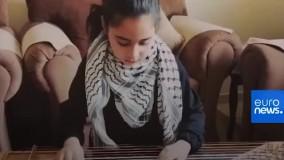 دختر فلسطینی برای همدلی با مردم ایتالیا می نوازد