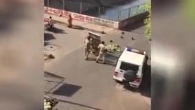 تعطیلی بازار های هند به روش پليس های عصبانی!
