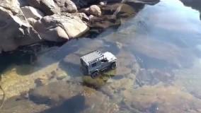 رد شدن جیپ از روی رودخانه یخ بسته