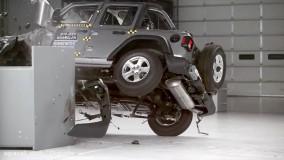 عملکرد ضعیف جیپ رنگلر در تست تصادف IIHS