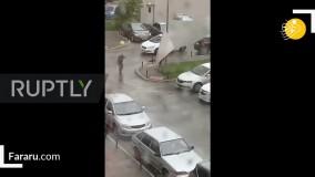 پرتاب مرد روسی بر اثر باد شدید
