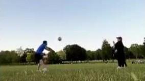 والیبال بازی کردن جهانبخش به همراه خانواده