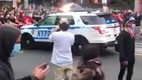 عبور وحشيانه ماشین پلیس آمریکا از روی معترضین