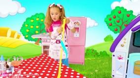 ماجراهای ساشا ، ساشا و مکس با اسلایم های رنگی بازی میکنند