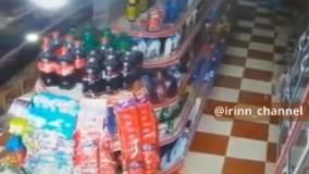 لحظه وقوع زلزله در خرمآباد در یک فروشگاه