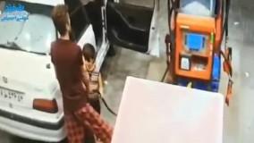 زنگ خوردن موبایل یک پمپ بنزینی را به آتش کشید!