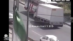 تصادف سنگین به علت توقف نامناسب در حاشیه بزرگراه!
