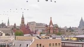 رژه جنگنده ها و بمب افکن های استراتژیک روسیه بر فراز مسکو