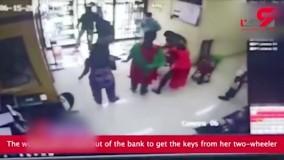 مرگ عجیب زن هندی فقط بخاطر عجله برای خروج از بانک