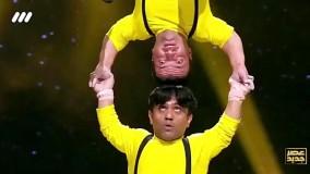 اجرای حرکات نمایشی گروه اعجوبه های کوچک در برنامه عصر جدید