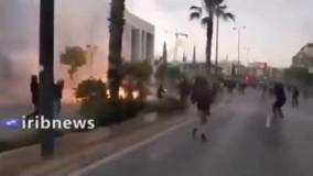 حمله معترضین با کوکتل مولوتوف به سفارت آمریکا