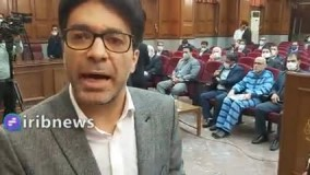 اکبر طبری با لباس زندان در دادگاه