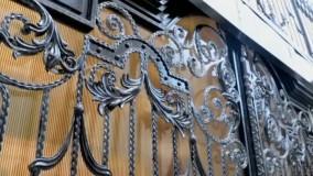 درب و حفاظ ثامن فرفوژه(هشتمین نور) در ساختمانی دیگر