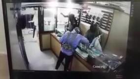 کلیپ سرقت مسلحانه از طلافروشی واقع در باغ فیض اسلامشهر