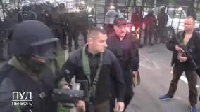 رئیسجمهور بلاروس با اسلحه و جلیقه ضدگلوله در خیابان!
