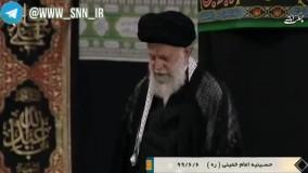دعا خوانی ایستاده رهبر انقلاب در دومین شب مراسم عزاداری در حسینیه امام خمینی(ره)