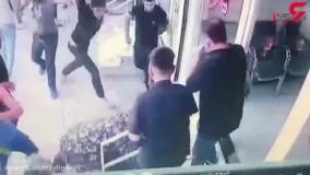 فیلم هولناک از حمله چماق به دست ها به یک جوان در نسیم شهر  ؛  یک نفر قطع نخاع شد