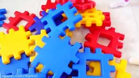 گبی و الکس با بلوک های خانه سازی بازی می کنند ؛ گبی و الکس