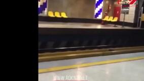 پخش آهنگ خانم خواننده لسآنجلسی در مترو تهران
