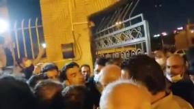تجمع اهالی ماهشهر مقابل فرمانداری برای گفتوگو با قالیباف