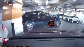 تصادف خانم راننده در پارکینگ