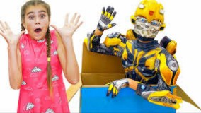 ناستیا و میا و استیسی ؛  بازی با اسباب بازی رباتی جدید - ناستیا