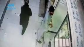 سرقت مسلحانه از یک طلا فروشی که به دلیل ضدگلوله بودن شیشه طلا فروشی ناکام ماند