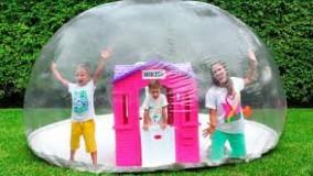 ولاد و نیکی : پارک بادی برای کودکان ؛ ولاد و نیکیتا در کنار مامانی