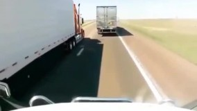 پودر شدن  خودروی شاسی بلند بعد از تصادف با 2 کامیون