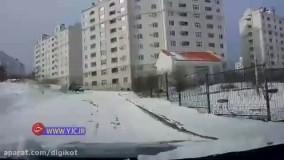 دنده عقب گرفتن به موقع راننده روس، از برخورد خودروها جلوگیری کرد