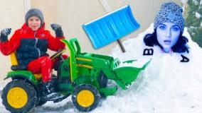 آرتم و مامانی  ؛ برف روب برقی آرتم : برف بازی با مامانی