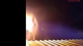 آتش زدن فیل برای فراری دادن حیوان بیچاره